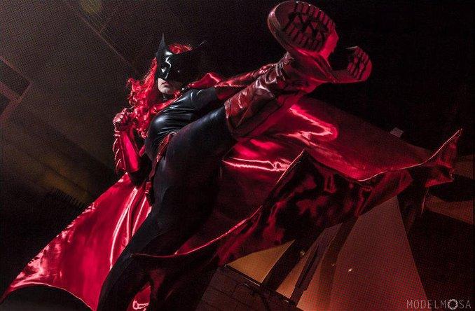 batwoman cosplay khainsaw