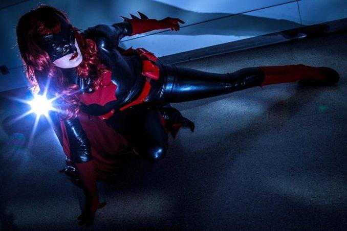 batwoman cosplay y-o-s-s-i